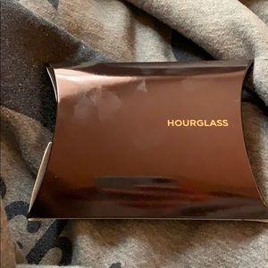 Hourglass mascara and primer